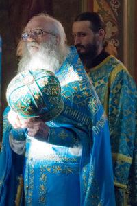Архимандрит Петр (Кучер) на Литургии в Боголюбском соборе