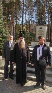 Делегация Юбилейного комитета у памятника святому Царю на Ганиной яме